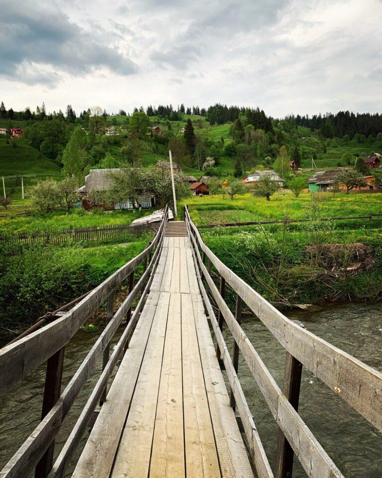 Сходження до озера Несамовите
